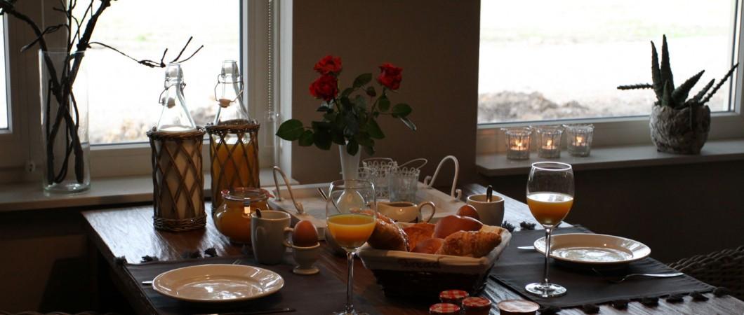 Ontbijt op tafel bed en breakfast